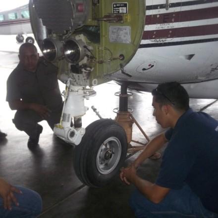 Servicio y operaciones en tierra.